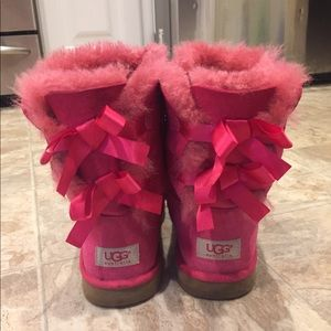 UGG Bailey Bow pink boots sz 6 gently worn
